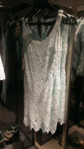 white lace dress, 2 on trend details